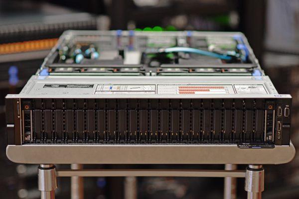 AEV 4268 600x400 - Giới thiệu những nâng cấp trên máy chủ Dell R740xd so với thệ hệ cũ
